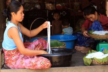 Nouilles de riz rincées et pesées