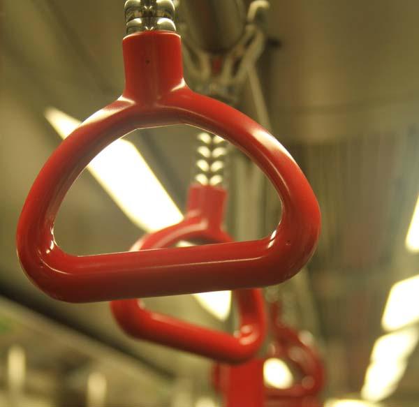 Poignées dans le métro à Hong Kong