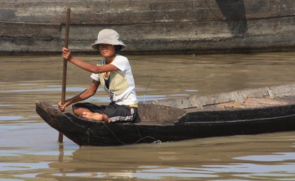 Pirogue sur le fleuve