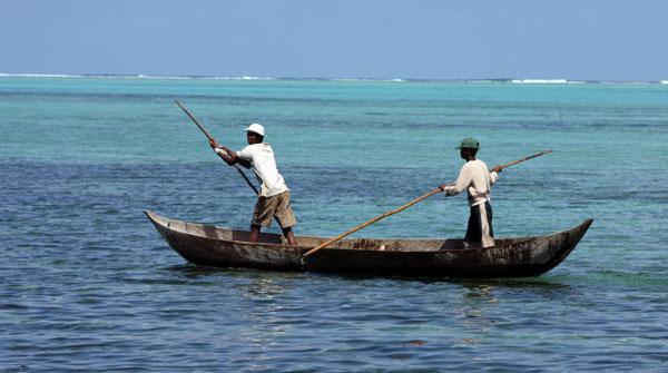 Piroguiers pour l'île aux Nattes