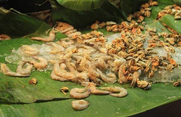 Sortie de mer sur le marché du week-end de Phuket