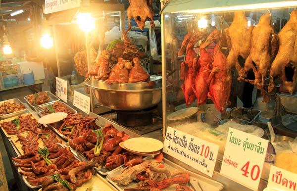 Viande sur le marché du week-end de Phuket