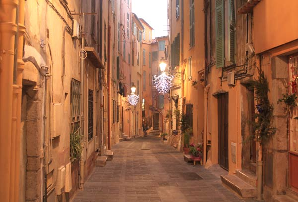 Ruelle du Vieux Menton by night