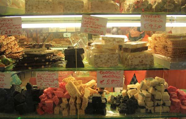 Vitrine d'une pâtisserie de San Remo