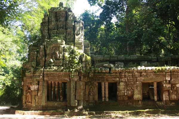 Temple dans la végétation à Angkor