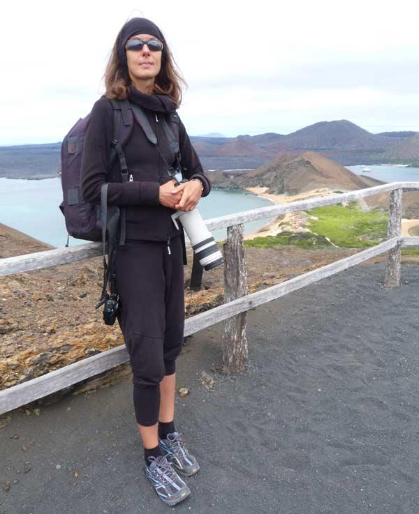 Nathalie sur Bartolomé aux Galapagos