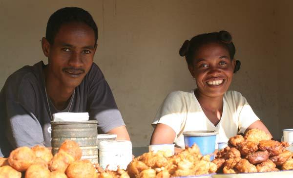 Vendeurs de beignets à Madagascar