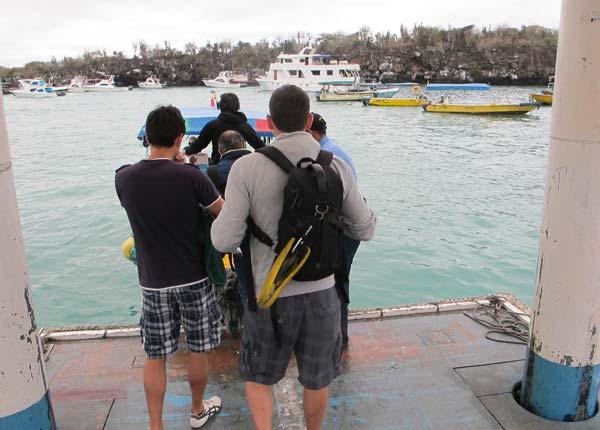 Bateau taxi au port de Santa Cruz aux Galapagos