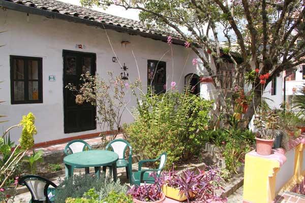 Hôtel Riviera Sucre à Otavalo, chambre avec vue sur jardin