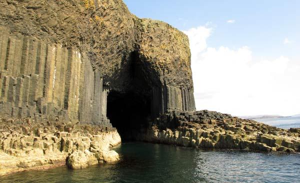 île de Staffa, grotte de Fingal en Ecosse