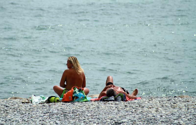 plage de galets cagnes-sur-mer