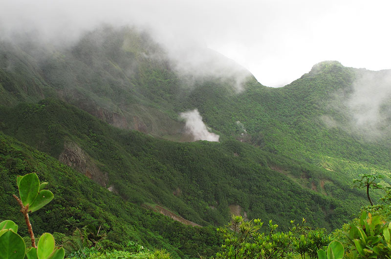 fumée lac bouillant dominique