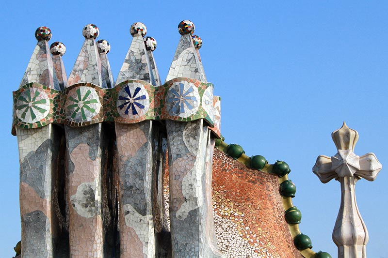 casa batllo barcelone cheminée