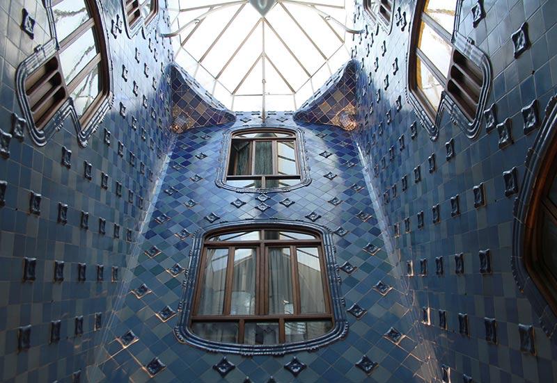 casa batllo bleu