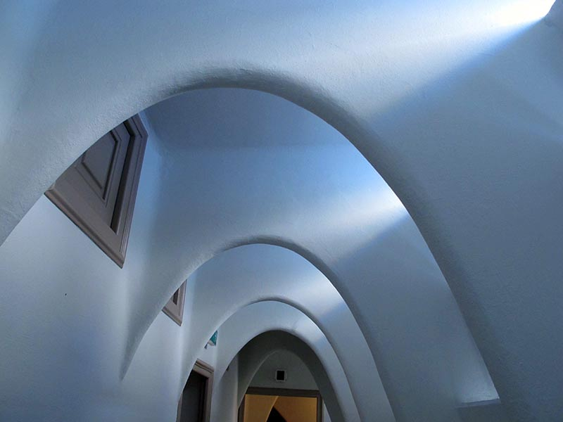casa batllo tunnel