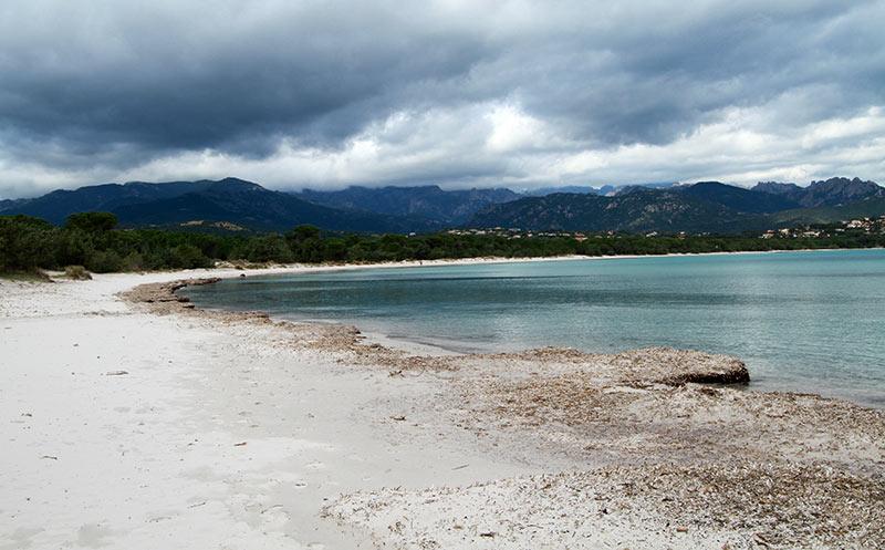 plage Corse en hiver Pinarello