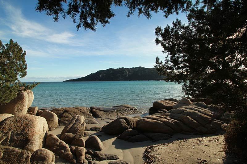 plage l'hiver en Corse Santa Giulia