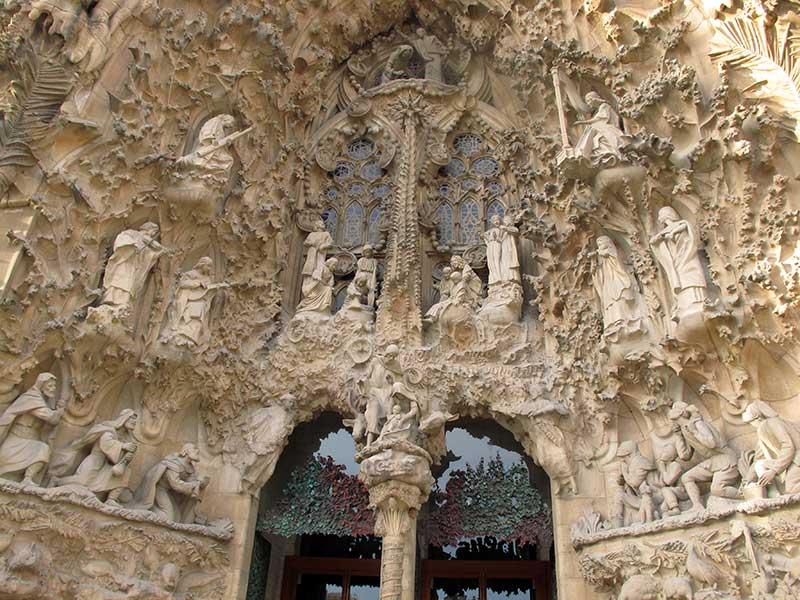 Sagrada Familia façade sculptée