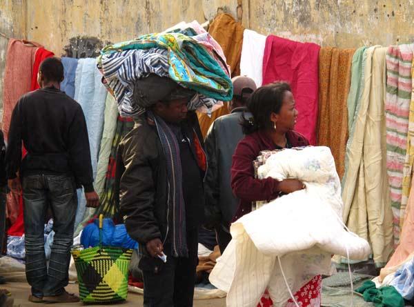 Achat de couvertures : tourisme solidaire