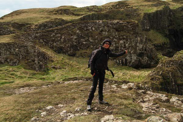 blogueuse sur l'île de Staffa