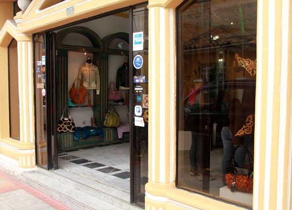 Cotacachi, magasin d'artisanat de cuir