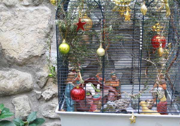 Crèche cage à oiseau à Lucéram