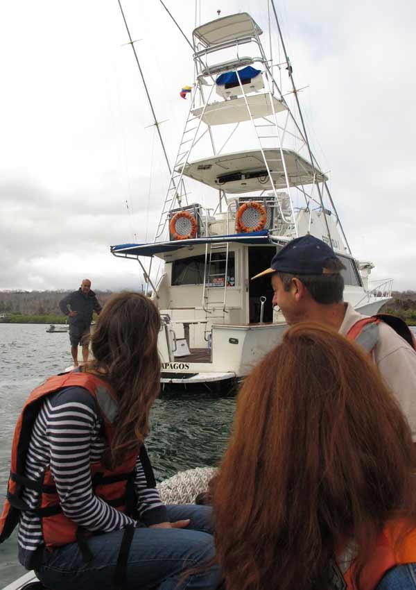 Débarquement sur Bartolomé aux Galapagos en panga