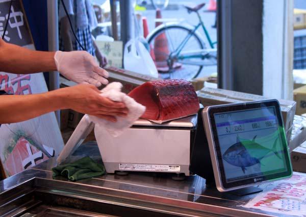 Tsujiki Market, essuyage du thon