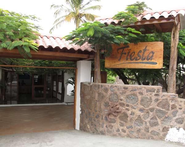 Entrée de l'hôtel Fiesta aux Galapagos