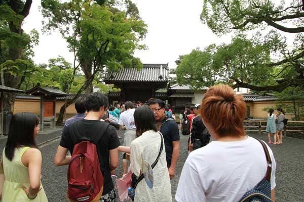 foule entrée du pavillon d'or à Kyoto