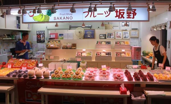 stand fruits marché Omicho, Kanazawa