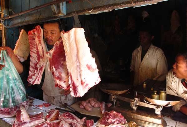 Achat de viande au marché de Fianarantsoa