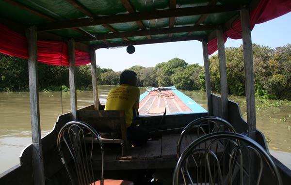 Barque pour aller à Kompong Phluk