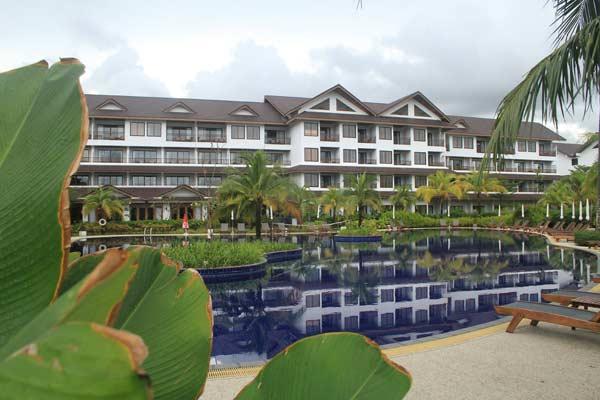 Bâtiment et piscine du Kamala Beach Resort