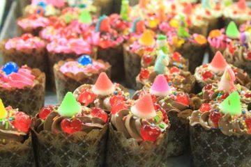 Bonbon sur le gâteau sur le marché du week-end de Phuket