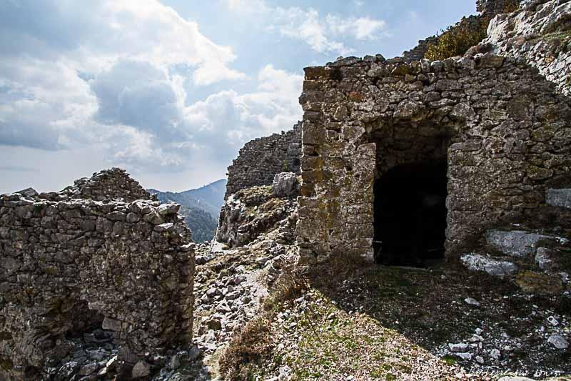 Ruines de Rocca Sparvièra