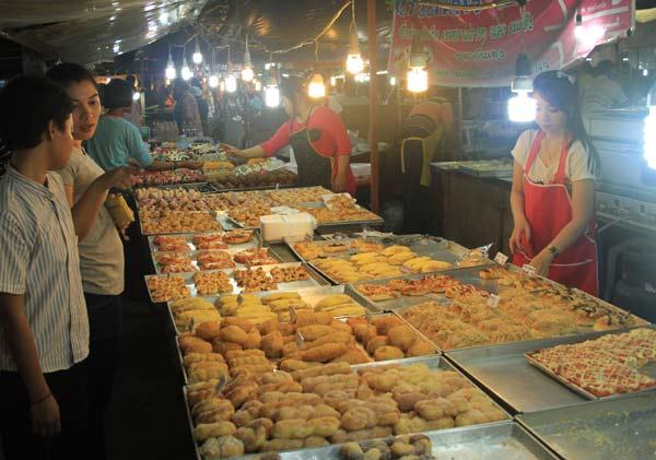 Embarras du choix sur le marché du week-end de Phuket