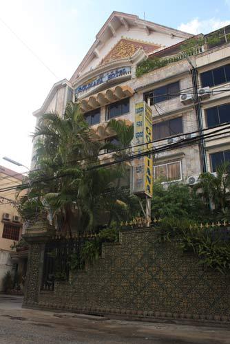 Façade du Goldiana Hôtel à Phnom Penh