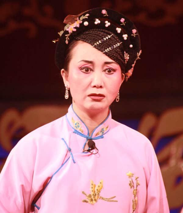 Femme acariâtre à l'opéra du Sichuan