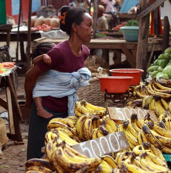 Femme malgache au marché de Diego Suarez