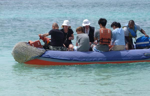 Galapagos, débarquement en panga sur Santa Fé