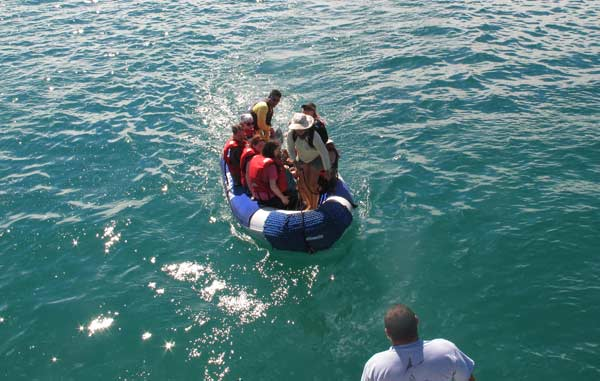 Galapagos : débarquement en panga sur les îles Plazas