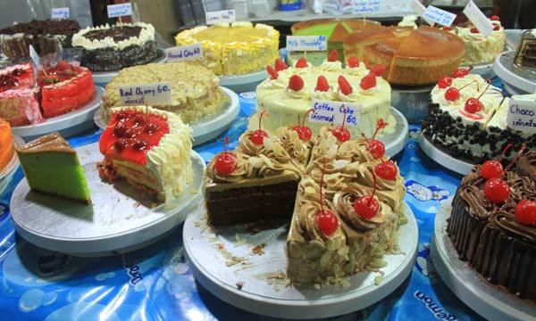 Gâteaux sur le marché du week-end de Phuket