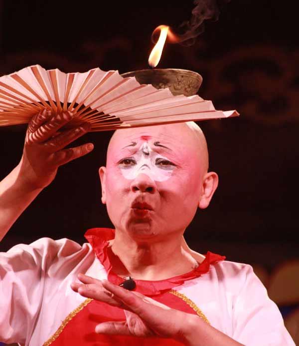 Homme expressif à l'opéra du Sichuan