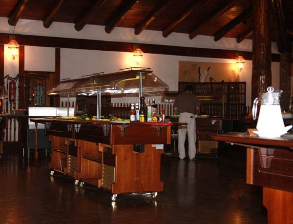 Intérieur de la salle à manger du Lac Manyara Hotel