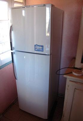 Réfrigérateur installé dans la cuisine