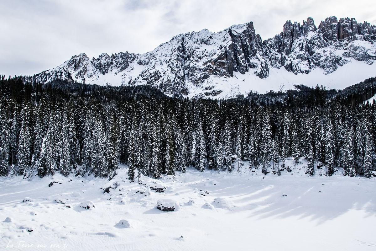 lac carezza dolomites hiver