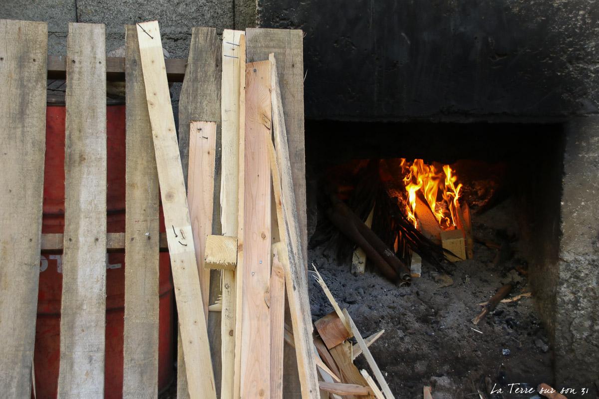 feu bois cuisson kassaverie guadeloupe