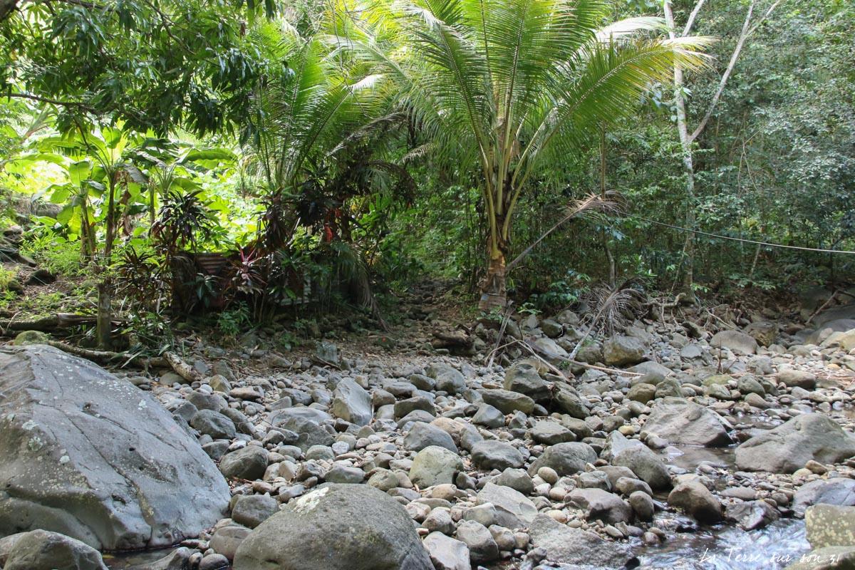 début trace rivière caillou