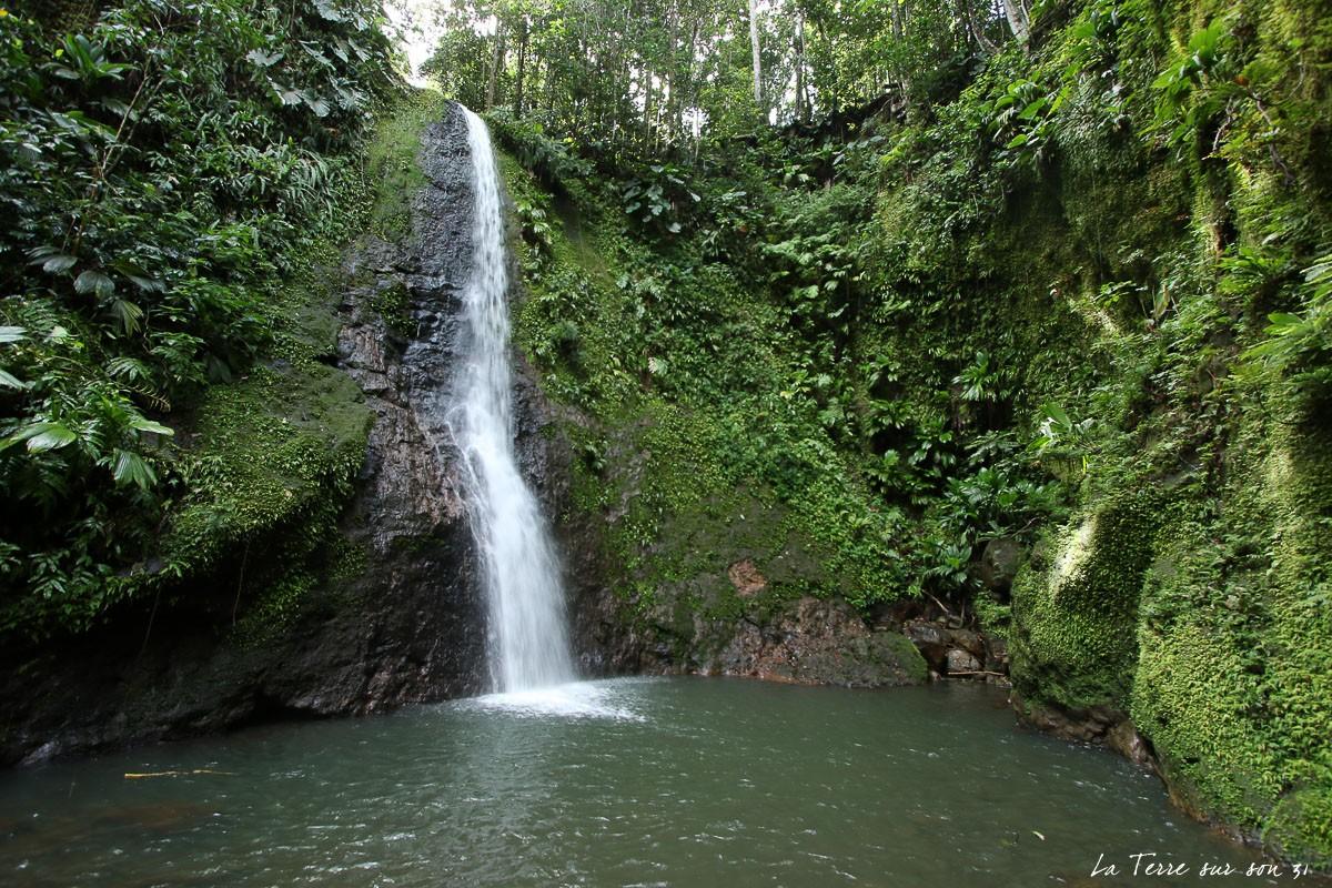 cascade de bois bananes basse terre guadeloupe